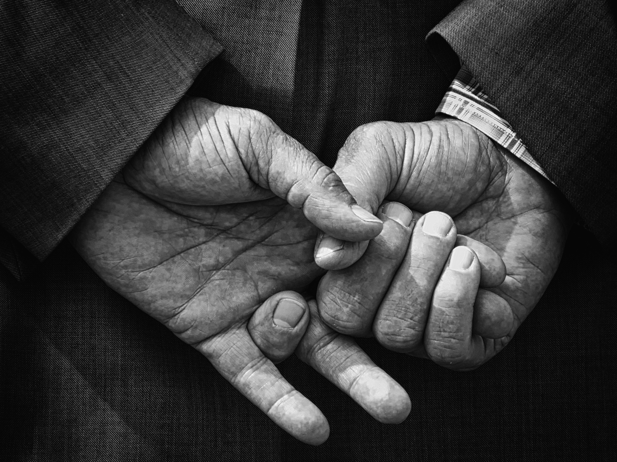 Hands, facial expressions, movements, emotions and words: that's how Sicilianstalk.